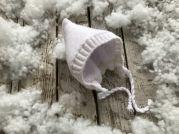 Зимняя белоснежная шапочка на махре для новорожденного