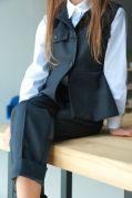 Школьный жилет с баской для девочек (серый)